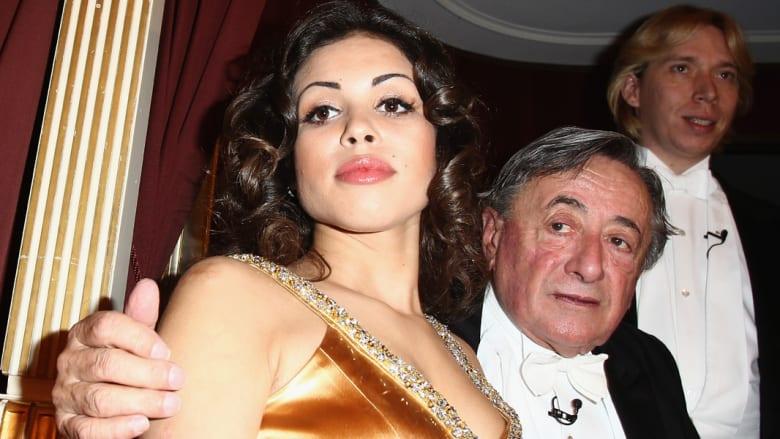 """روما: برلسكوني ينال البراءة بقضية """"بونغا بونغا"""" بعد نفي العلاقة الجنسية مع المغربية """"روبي"""""""
