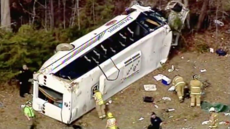 بالفيديو.. حادث مروع وانقلاب حافلة عدة مرات في إنديانا