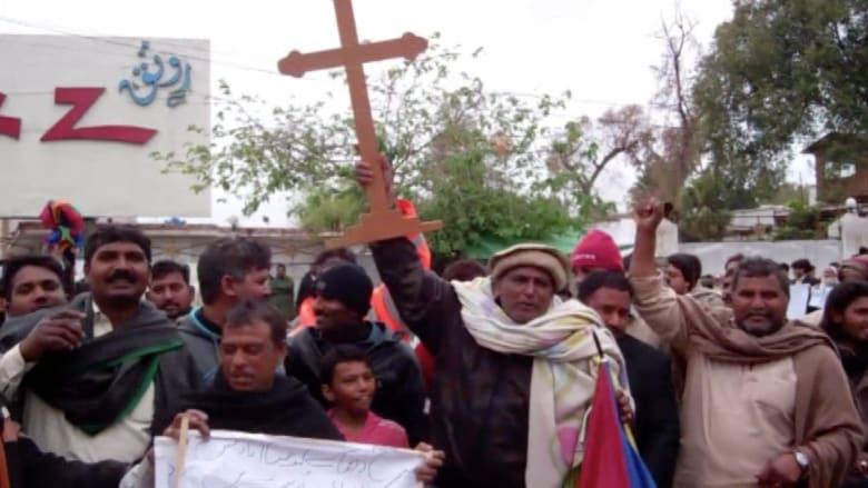 بالفيديو .. مسيحيو باكستان يتظاهرون مطالبين بحماية أفضل