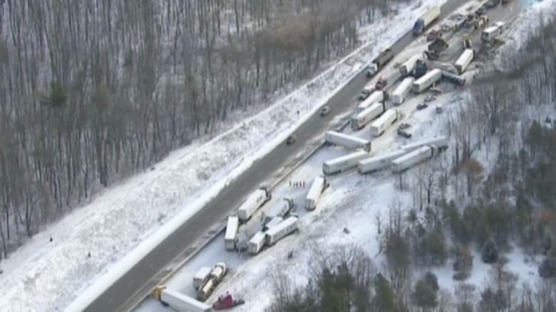 بالفيديو.. حادث تصادم يجمع خمسين سيارة