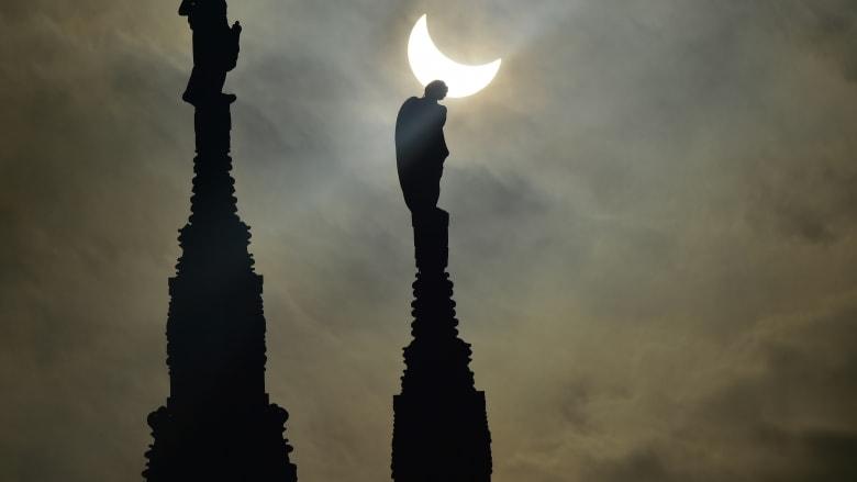 شاهد كسوف الشمس في سماء أوروبا