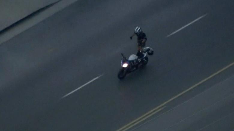 دراج يهرب من الشرطة باستعراض بهلواني ويستسلم بمحطة الوقود