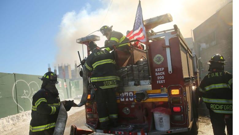 النيران تلتهم 7 أطفال في أسوأ حريق بنيويورك منذ 7 سنوات
