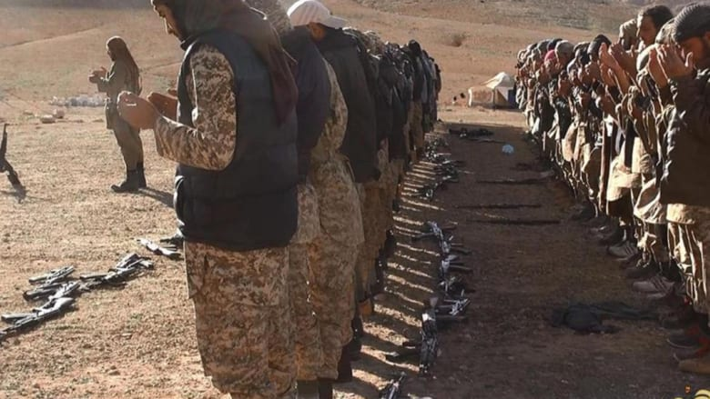 """داعش يهاجم مطار تدمر ويفتح جبهة جديدة ضد الأسد.. ويعرض تحول الرهينة """"سركون"""" الآشوري إلى """"أبوعمر"""" المسلم"""