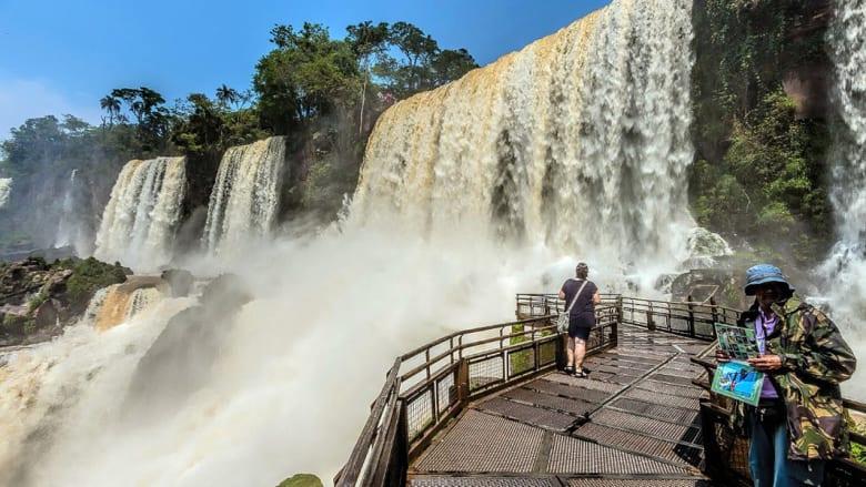 """بالصور.. شلالات """"إغوازو"""" إحدى عجائب الطبيعة الخلابة"""