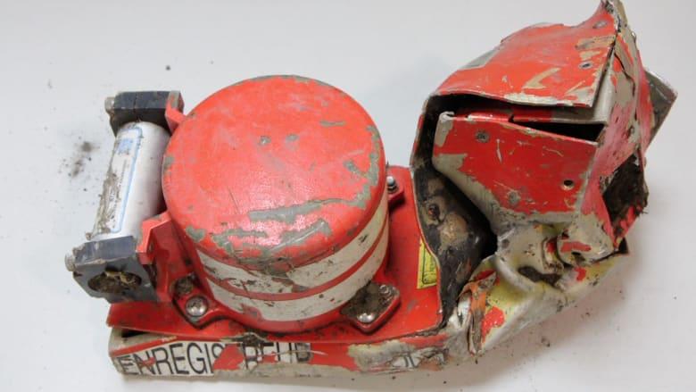 تقرير: حبس الطيار خارج قمرة القيادة قبل تحطم الطائرة الألمانية.. هل هو عمل انتحاري؟