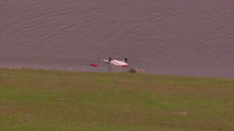 بالفيديو.. سقوط طائرة صغيرة في بحيرة بولاية تكساس
