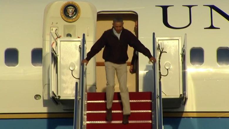 بالفيديو.. لحظة تعثر أوباما على سلم طائرة الرئاسة