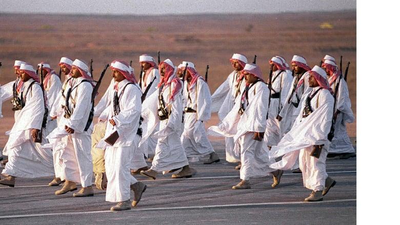 جنود سعوديون في عرض عسكري بمناسبة الذكرى المئوية لتأسيس المملكة