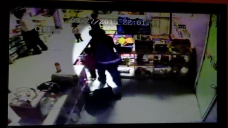 كاميرات تصور مربيتين تضربان 3 أطفال
