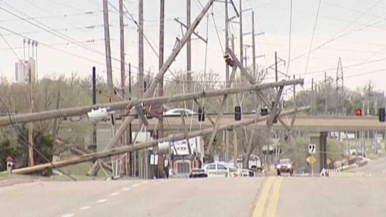بالفيديو.. آثار الدمار لعاصفة ضربت ولاية كنساس