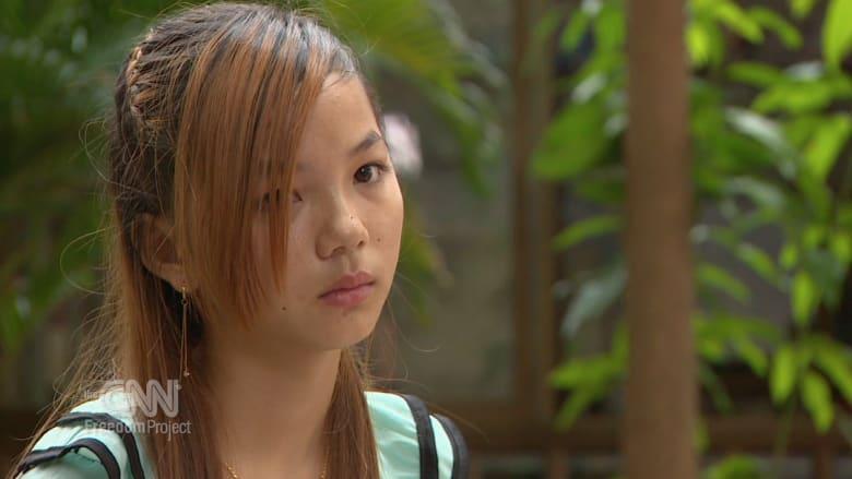 شاهد قصة مأساوية من كمبوديا.. حيث يدفع الفقر الأمهات لبيع عذرية بناتهن