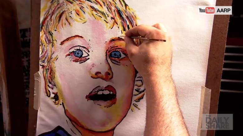 شاهد: شاب يهزم المرض ويتحول إلى رسام.. بعد إصابته بالعمى