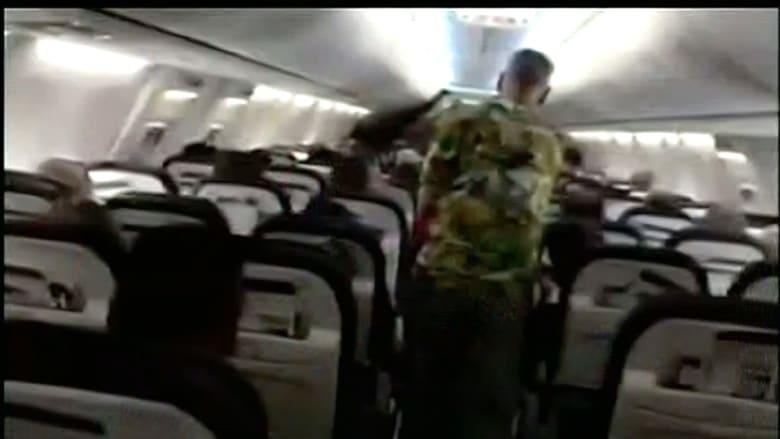 بالفيديو: طاقم طائرة يطرد امرأة بسبب إصابتها بالسرطان