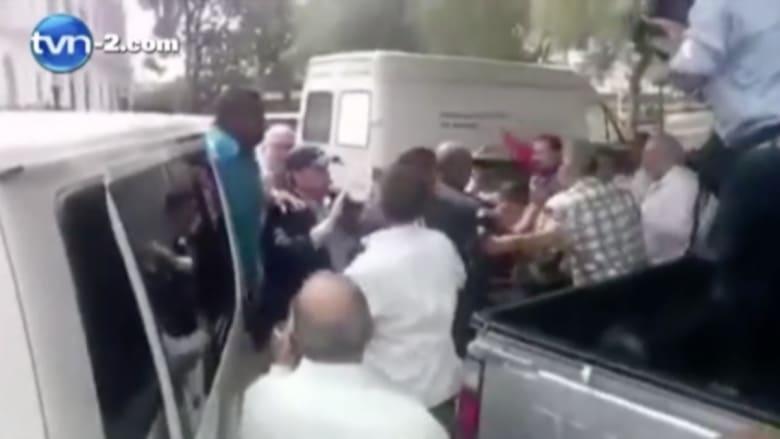 بالفيديو.. اشتباكات بين مؤيدين ومعارضين للرئيس الكوبي قبل قمة الأمريكيتين