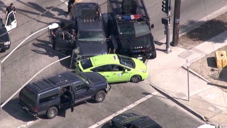 """بالفيديو.. القبض على سارق سيارة بعد مطاردة """"بطيئة"""""""