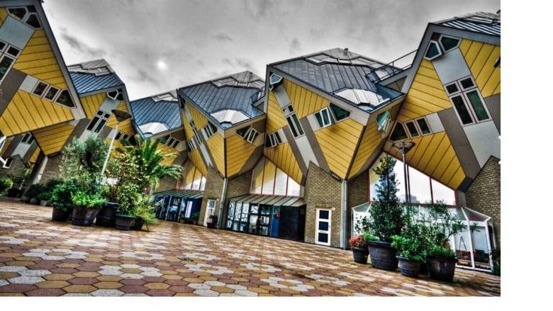 البيوت المكعبات في مدينتي روتردام وهيلموند بهولندا
