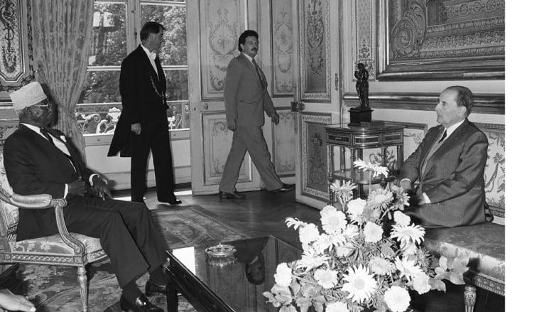 الرئيس الجيبوتي حسن جوليد ابتيدون، أول رئيس للبلاد بعد استقلالها، مع الرئيس الفرنسي جاك شيراك، في قصر الإليزية بباريس، 8 أغسطس/ آب 1986