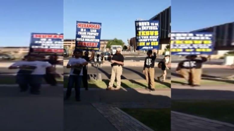 بالفيديو.. متظاهرون يمزقون ويهينون القرآن أمام مركز إسلامي بأريزونا