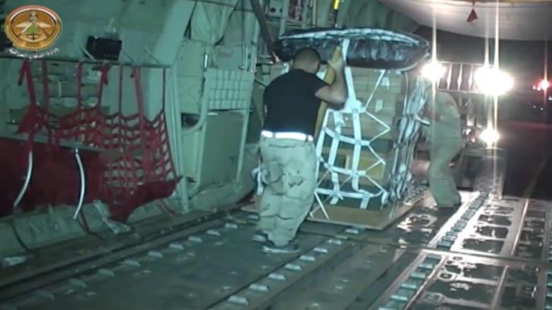 شاهد.. طائرات عسكرية عراقية تنقل أسلحة وذخائر لإسقاطها في بيجي