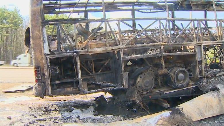 شاهد.. اندلاع حريق بحافلة طلاب تحمل 52 راكبا