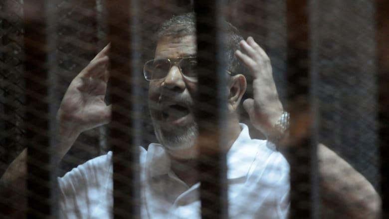 بالفيديو.. لحظة الحكم بسجن مرسي 20 عاما.. نجله: نرفض الحكم.. الزمر: النظام الذي يؤسس وجوده على نفى معارضيه ساقط