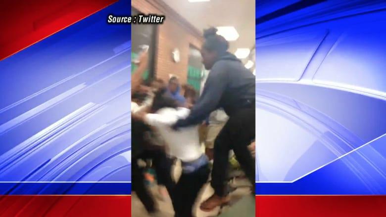 شاهد.. انتشار فيديو شجار عنيف لطالبات في مدرسة ثانوية
