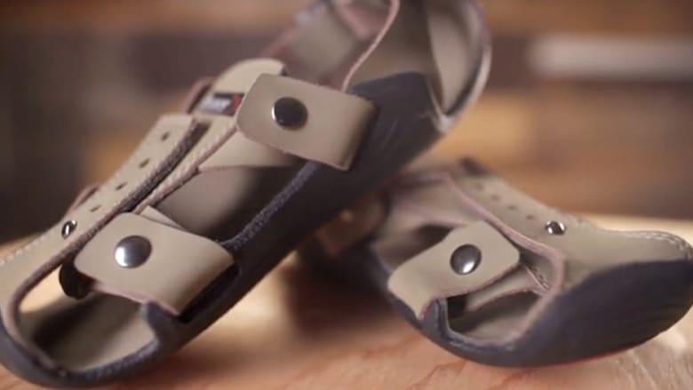 حذاء سحري.. ينقذ حياة ملايين الأطفال ويكبر معهم