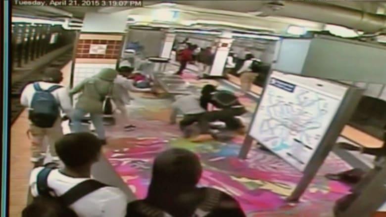 بالفيديو.. مشاجرة في محطة مترو للأنفاق بفيلادلفيا