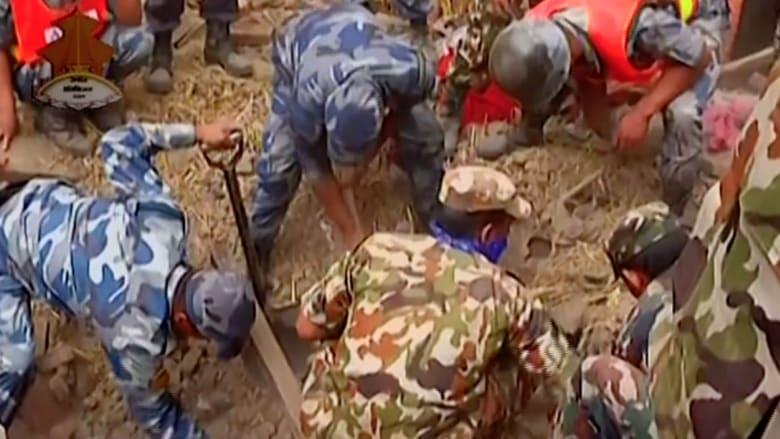 """ارتفاع عدد قتلى نيبال إلى 3862 وتوقع """"دمار شامل"""" بمناطق قرب مركز الزلزال"""