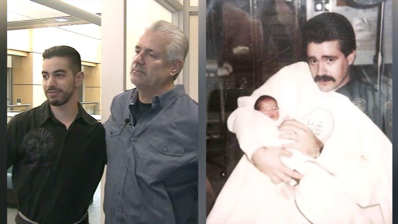 بعد 25 عاما على إنقاذه وهو رضيع.. لم شمل بين شرطي ورجل رمته أمه بالقمامة