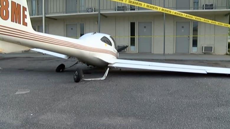 شاهد بالفيديو.. طائرة تتحطم أمام فندق في ألاباما