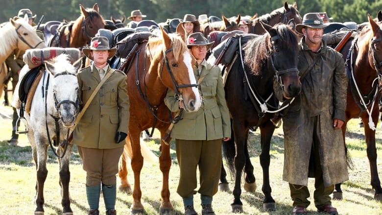 بالصور..نيوزيلندا تحيي الذكرى المائة للحرب العالمية الأولى بمائة حصان وفارس