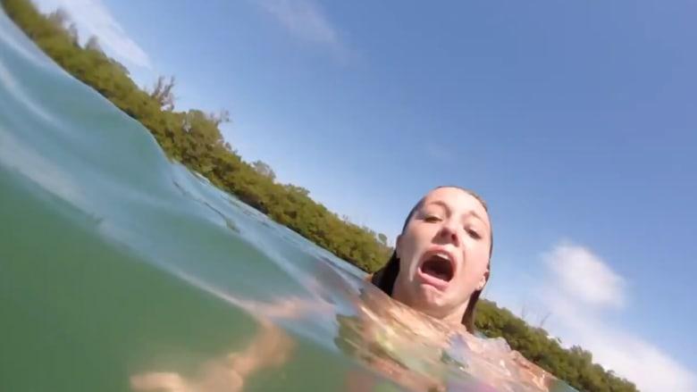 شاهد بالفيديو.. هجوم مفاجئ لبقر البحر على فتاة