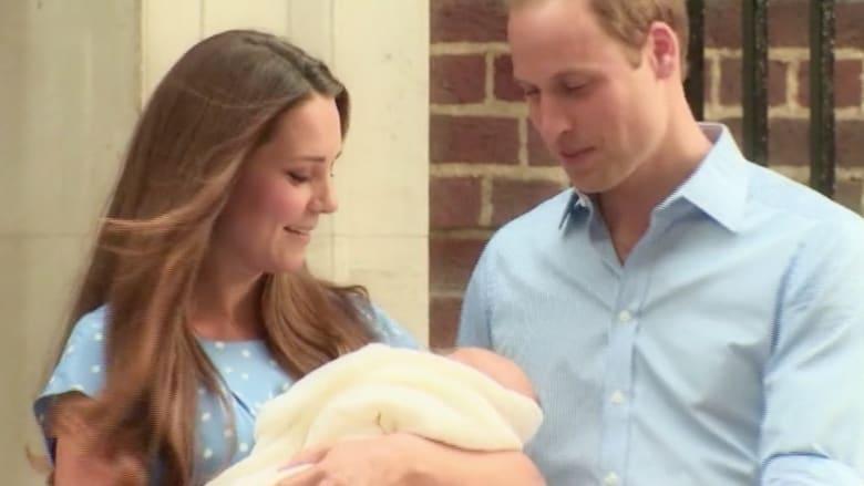 بالفيديو .. حالة من الترقب للمولود الملكي أمام مستشفى سانت ماري
