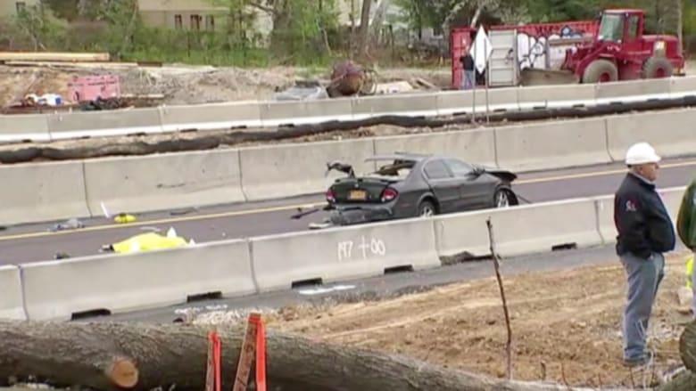 بالفيديو.. حادث سيارة يسفر عن مقتل سائقها وصدم ثلاثة عمال في بنسلفانيا