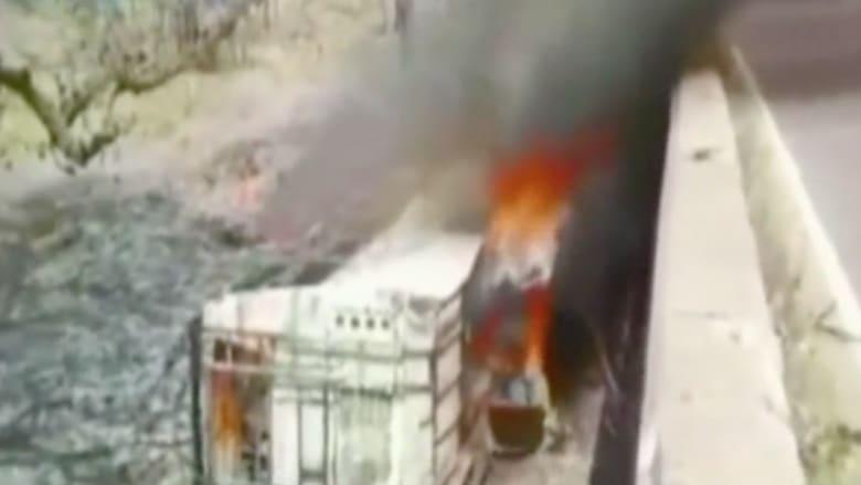 بالفيديو.. سقوط حافلة من أعلى جسر بالهند ومقتل 50 من ركابها