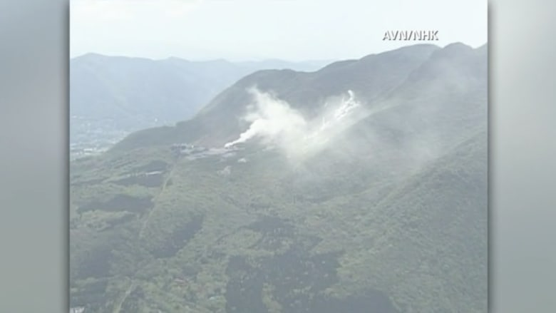 بالفيديو.. بدء تصاعد الأبخرة من فوهة بركان هاكوني وخوف من الأسوأ باليابان