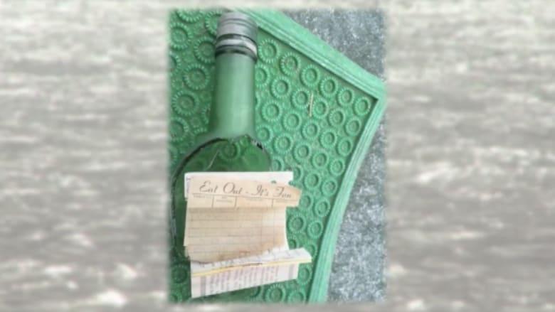 بالفيديو.. رسالة في زجاجة تجوب بحار العالم وتعود لمرسلتها بعد 40 عاما