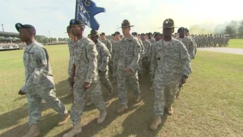 """بالفيديو.. شبح """"داعش"""" يتنامى بعد هجوم تكساس وتأهب غير مسبوق في القواعد العسكرية الأميركية"""