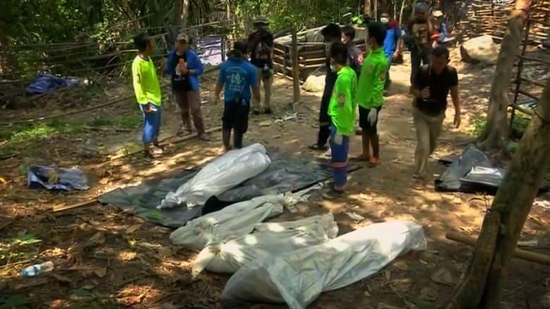 """بالفيديو.. اكتشاف مقبرة جماعية ربما لمسلمي """"الروهينغا"""" في غابات تايلاند"""