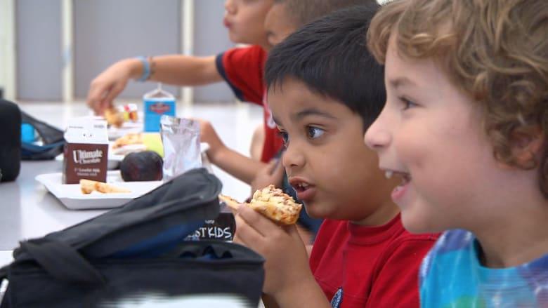 قلوب الأطفال في خطر والسبب.. طعام الآباء