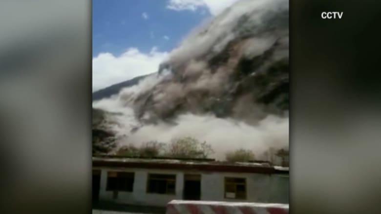 بالفيديو.. مشهد مرعب لانهيارات أرضية بسبب زلزال نيبال