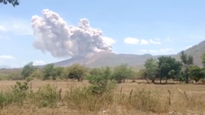 بعدسة CNN.. لحظة ثوران بركان تيليكا في نيكاراغوا