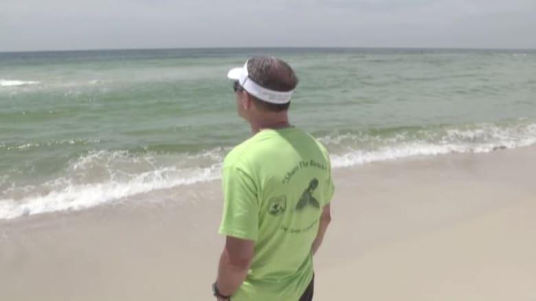 بالفيديو.. العثور على كيس يحوي 5 كيلوغرامات من الماريجوانا على شاطئ