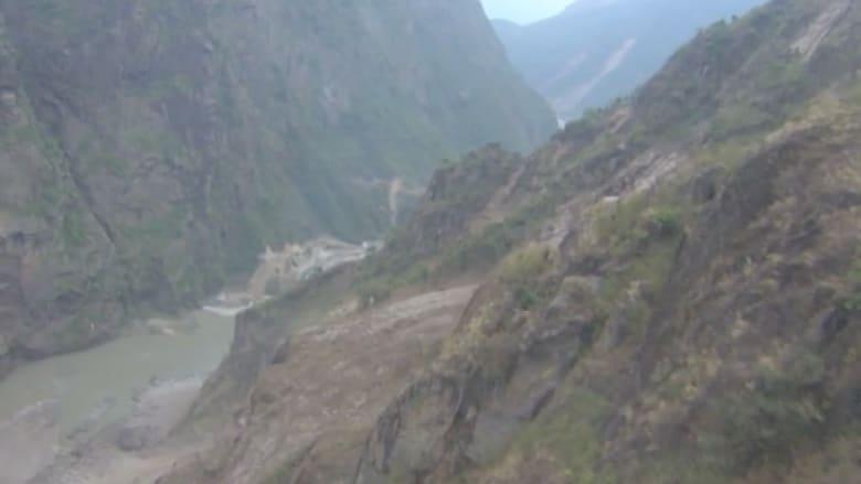 كاميرا CNN ترصد المشهد المرعب لموقع تحطم المروحية الأمريكية في جبال نيبال