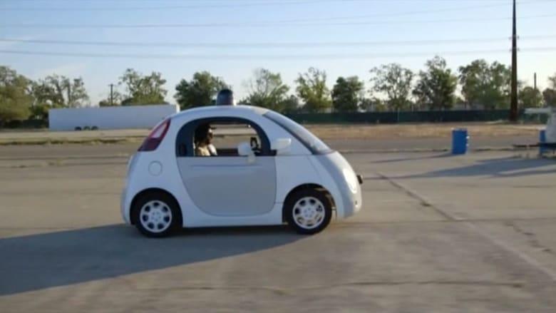 غوغل تصمم سيارة كهربائية ذاتية القيادة .. رحب بها كبار السن ويخشاها المشاة