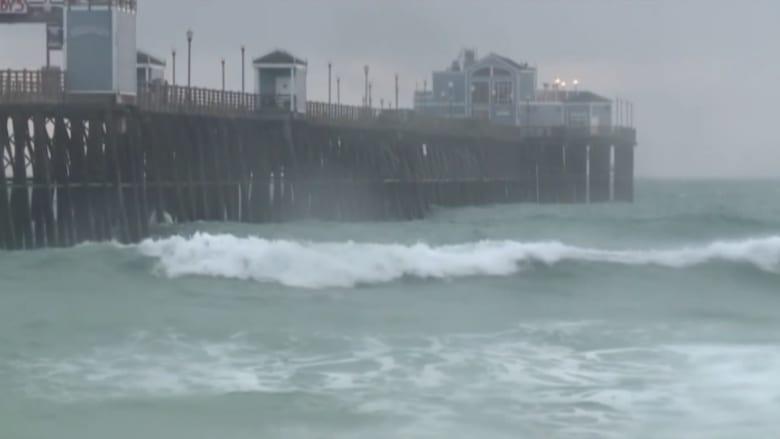 بالفيديو.. أمطار عاصفة تمنع موجات الجفاف من ضرب كاليفورنيا مبكراً