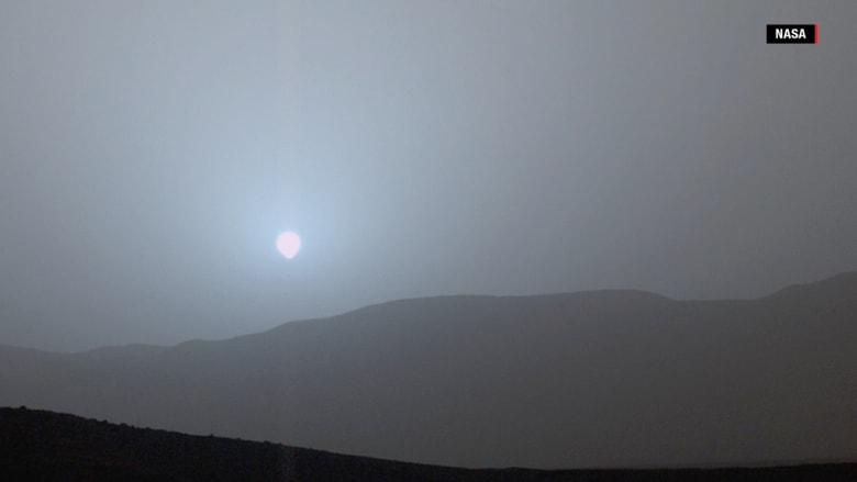 لماذا يظهر غروب الشمس على المريخ باللون الأزرق؟