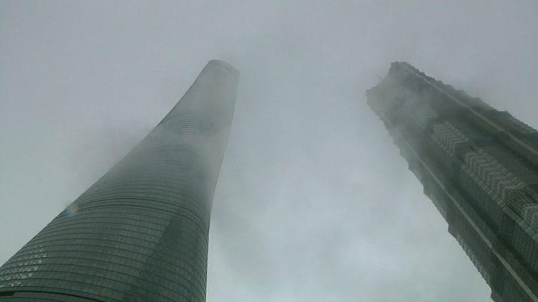 فتح ثاني أطول برج في العالم للعامة قبل اكتمال تشييده في شنغهاي